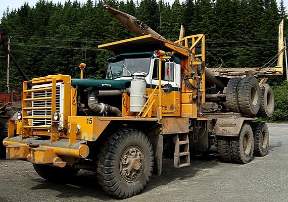 loggingtruck570x400